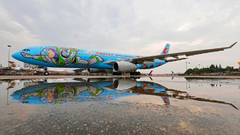Halloween Special: Dressed Up Airplanes