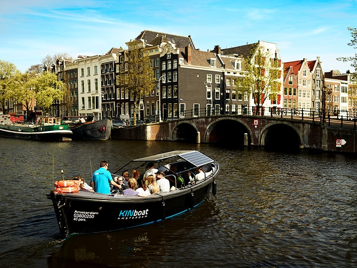 canal boat tours in amsterdam